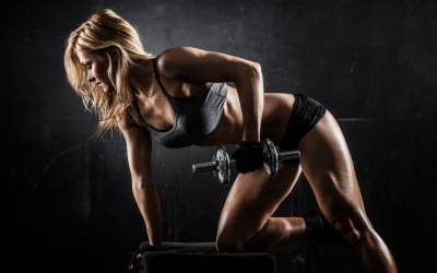b2ap3_thumbnail_women-workout-dumbbell-pose.jpg